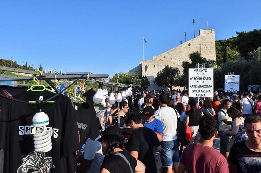 «Καλησπέρα Αθήνα»: Χιλιάδες κόσμου κατέκλυσαν το Καλλιμάρμαρο για τη συναυλία των Scorpions (pics)