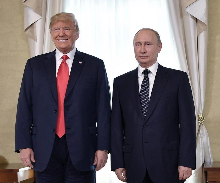 Τραμπ – Πούτιν: Τα μυστικά της συνάντησης που προδίδει η γλώσσα του σώματος (Pics)