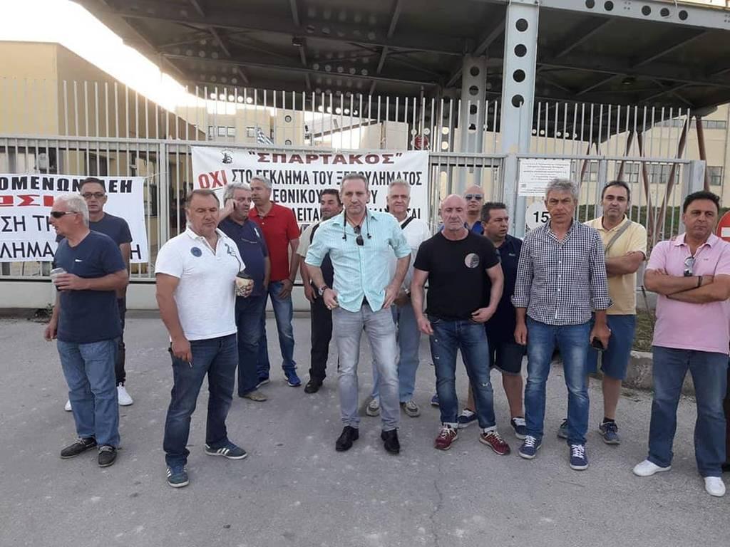 Ένταση στη Φλώρινα: Μέλη της ΓΕΝΟΠ απέκλεισαν την πύλη του ΑΗΣ Μελίτης (pics)