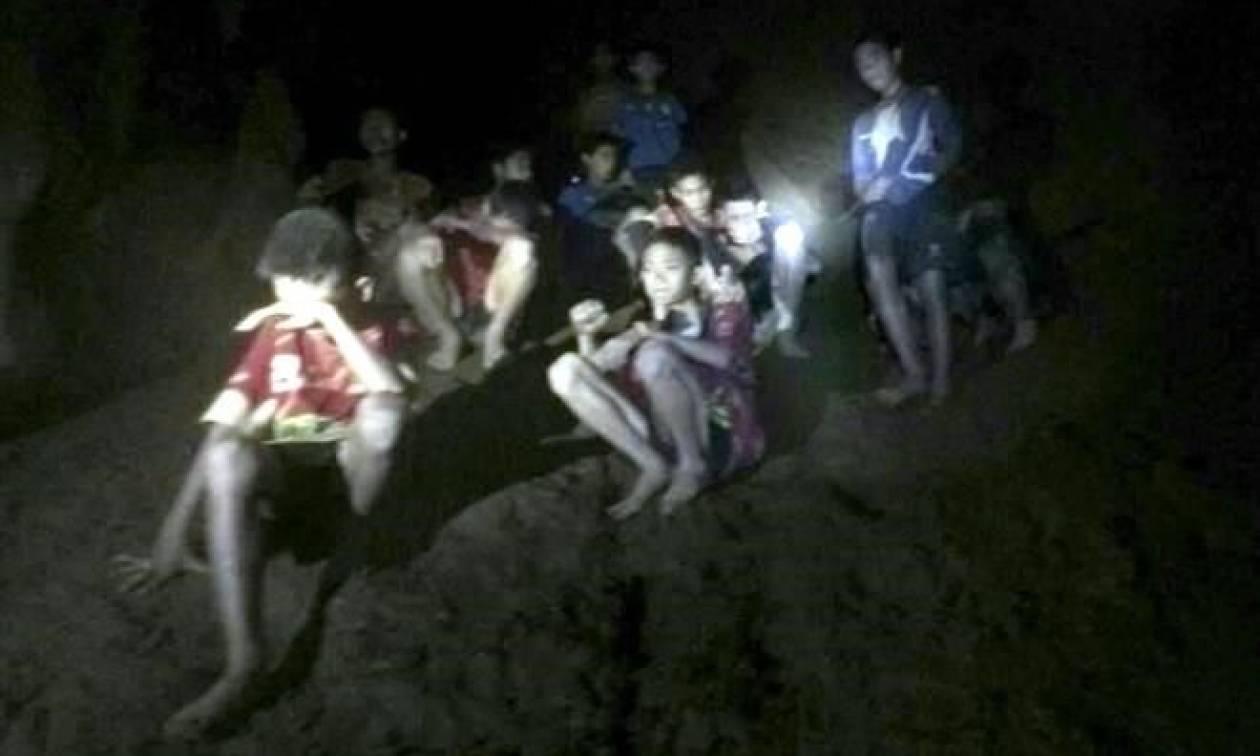 """Ταϊλάνδη: """"Σκάβαμε με πέτρες τα τοιχώματα του σπηλαίου, φοβόμασταν ότι δε θα ξαναδούμε το φως"""""""