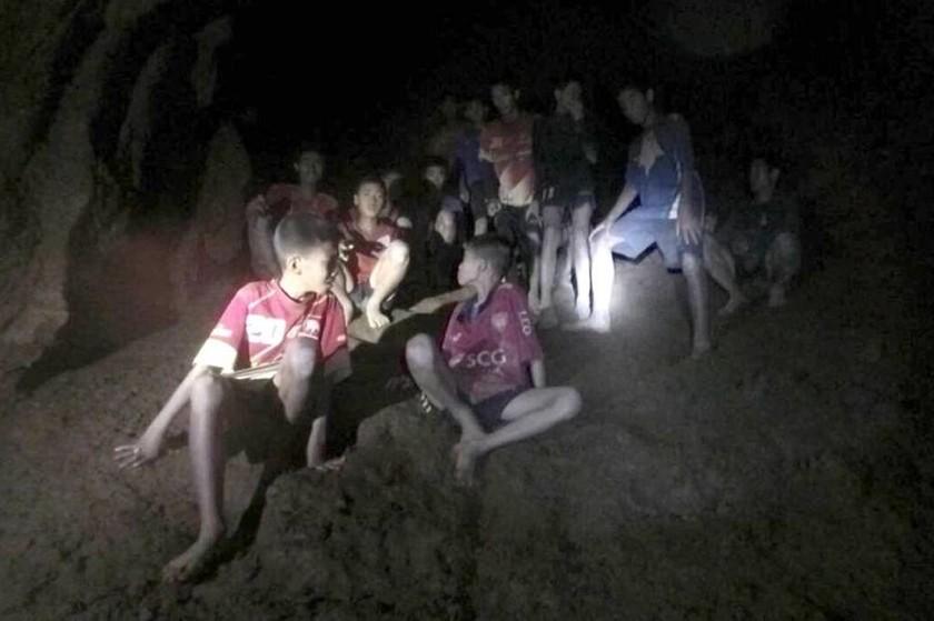 Ταϊλάνδη σπήλαιο: Σκάβαμε με πέτρες τα τοιχώματα του σπηλαίου, φοβόμασταν ότι δε θα ξαναδούμε το φως