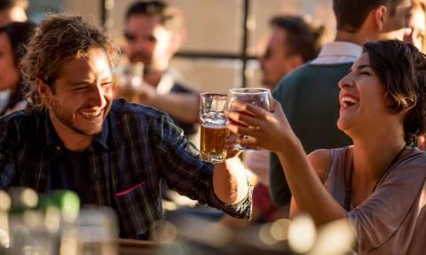 ΕΡΕΥΝΑ: Δες πόσο επηρεάζει η μπίρα το ενδεχόμενο να γίνεις... πατέρας!