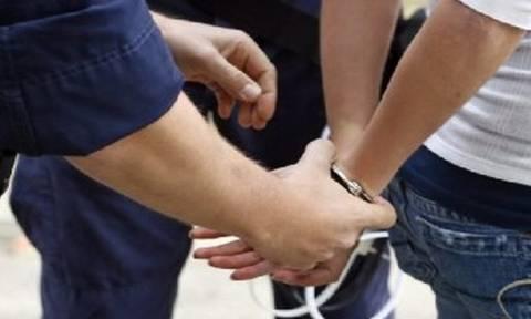 Μεσολόγγι: Εμβόλισε περιπολικό για να μη συλληφθεί με τριάμισι κιλά χασίς