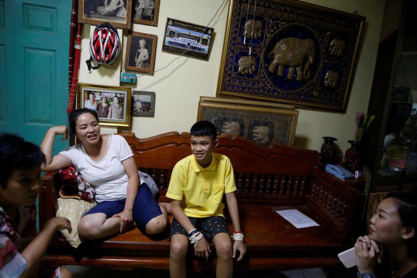 Ταϊλάνδη: Η ζωή του αρχηγού των «Αγριόχοιρων» μετά τον εφιάλτη και οι πρώτες επιθυμίες του (pics)
