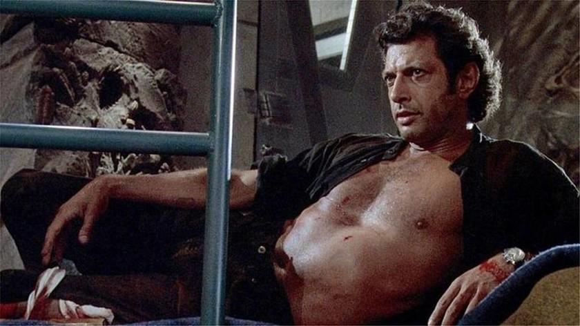 Με ένα γιγάντιο... σέξι άγαλμα του Τζεφ Γκόλντμπλουμ γιόρτασαν τα 25α γενέθλια του Jurassic Park!