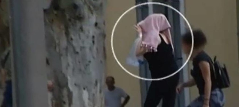 Ανατριχίλα προκαλεί βίντεο – ντοκουμέντο με την 55χρονη που χαράκωνε βρέφη σε εμπορικά κέντρα