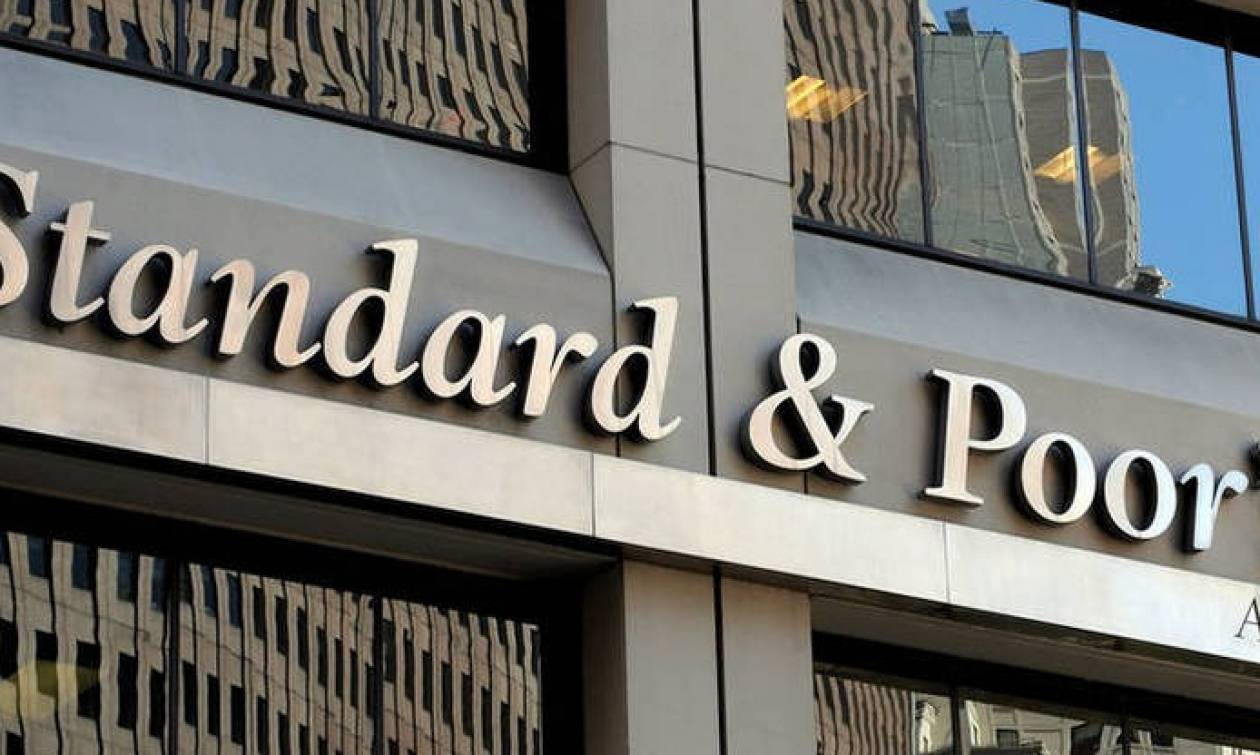 Standard and Poor's upgrades outlook on Greece