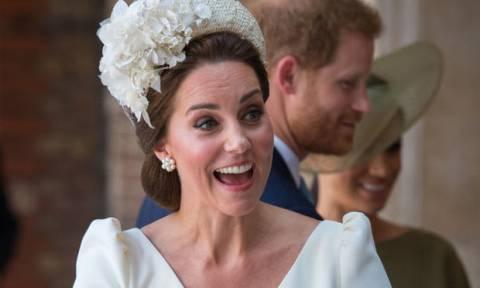 Άβολο! Το στιγμιότυπο που δείχνει την Kate Middleton γυμνή από τη μέση και κάτω έχει γίνει viral