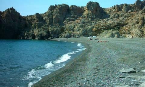 «Λιώνει» η Κρήτη: Δεν πίστευαν στα μάτια τους με αυτό που είδαν στην παραλία λόγω καύσωνα! (vid)
