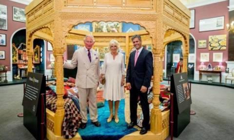 Στο εσωτερικό του Buckingham: Το δώρο του Καρόλου στον κόσμο για τα 70ά του γενέθλια