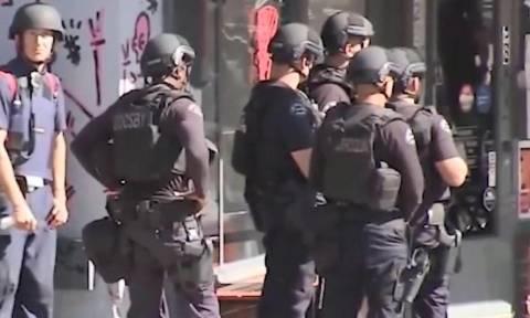 Αιματηρή ομηρία στο Λος Άντζελες – Σε πανικό οι πελάτες πήδαγαν από τα παράθυρα (Pics+Vids)