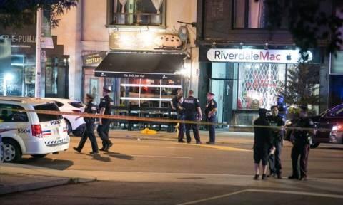 Σοκ από την επίθεση στο Τορόντο: «Τον είδα να εκτελεί εν ψυχρώ μια γυναίκα» (pics&vids)