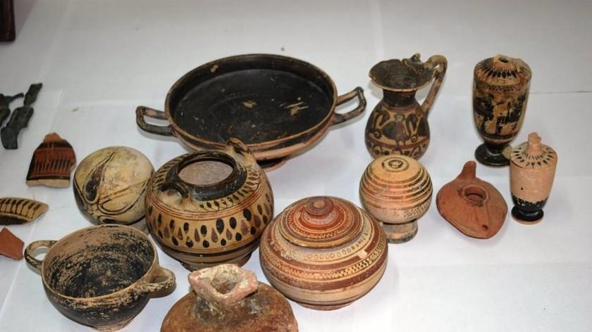 Ανάβυσσος: Συνελήφθη ζευγάρι για παράνομη κατοχή αρχαίων αντικειμένων