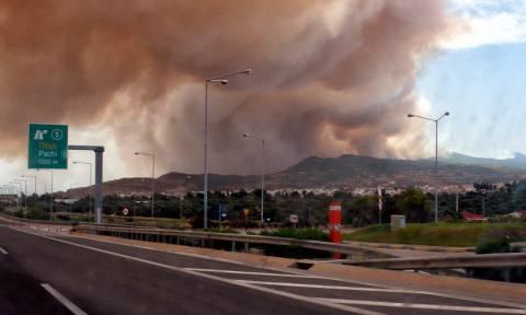 Φωτιά ΤΩΡΑ στην Κινέτα: Κλειστά και τα δύο ρεύματα της Εθνικής Οδού Αθηνών - Κορίνθου