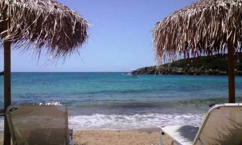 Κρήτη: Από την παραλία στα… κρατητήρια – Πλακώθηκαν για μία ξαπλώστρα