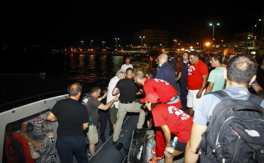 Φωτιά ΤΩΡΑ: Ασύλληπτες εικόνες στη Ραφήνα - Τα σκάφη φέρνουν συνέχεια νεκρούς (pics)