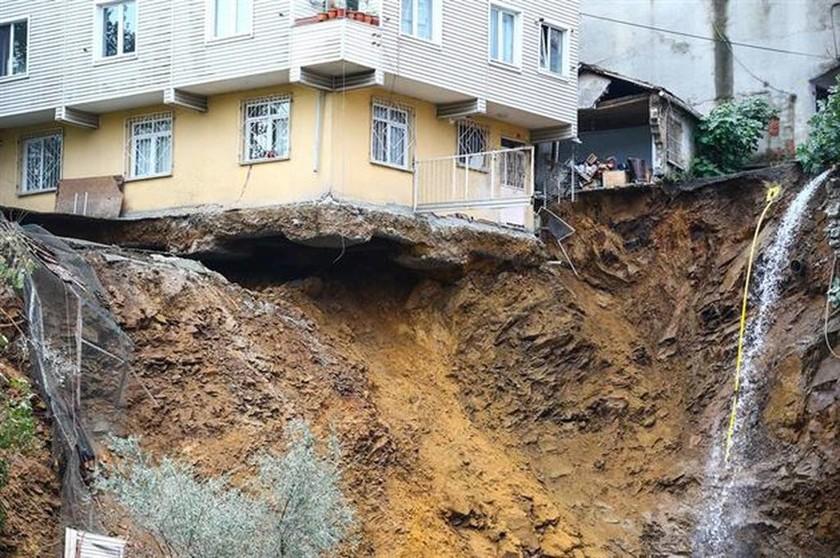 Τουρκία: Κατέρρευσε τετραώροφο κτήριο στην Κωνσταντινούπολη - Δείτε καρέ–καρέ την κατάρρευση