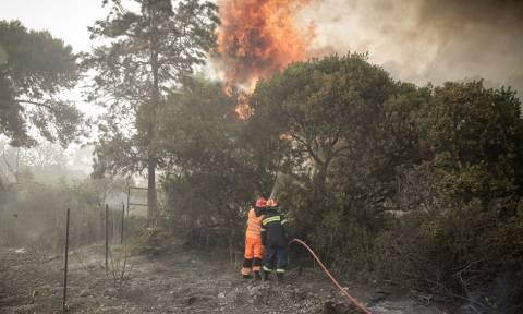 Φωτιά: Εκκενώνονται οικισμοί στο Λουτράκι και κατασκήνωση στο Αλεποχώρι