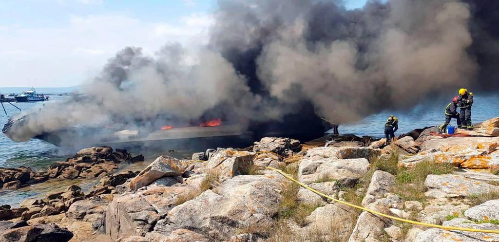 Πυρκαγιά σε τουριστικό πλοίο στην Ισπανία (Pics+Vid)