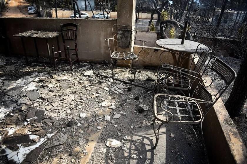 Φωτιά – Δραματική έκκληση: «Ψάχνω  τη μητέρα μου σε νοσοκομεία και νεκροτομεία - Βοηθήστε με»