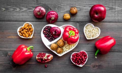 Υγεία καρδιάς: Ποιες τροφές την ωφελούν και ποιες τη βλάπτουν