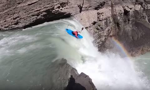 Μα δεν φοβούνται; Δείτε πώς είναι να πέφτεις από καταρράκτη 30 μέτρων! (vid)