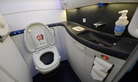 Αδιανόητη φρίκη: Νεογέννητο βρέφος βρέθηκε νεκρό σε τουαλέτα αεροπλάνου