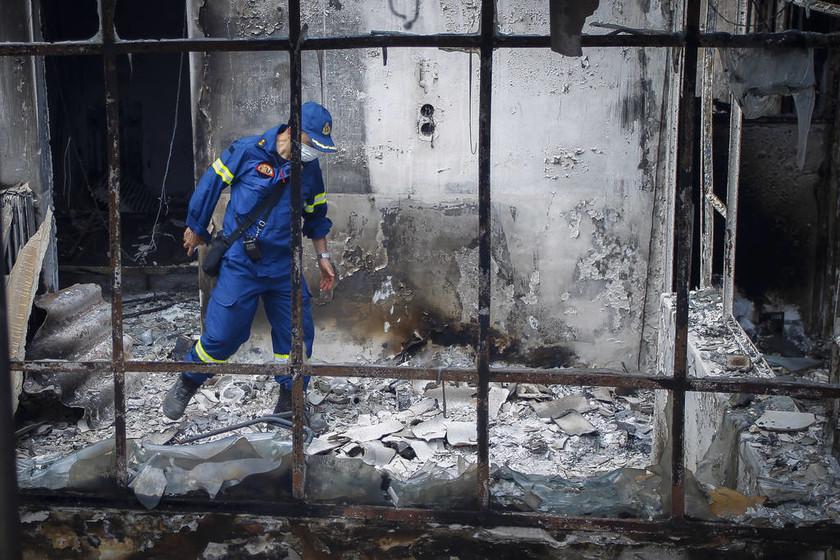Φωτιά: Στιγμές σπαραγμού στο Νεκροτομείο Αθηνών – Ταυτοποιήθηκαν τουλάχιστον 10 θύματα