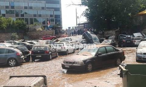 «Πνίγηκαν» Μαρούσι και Κηφισιά από την ισχυρή καταιγίδα - Εγκλωβίστηκαν οδηγοί και πεζοί (pics+vids)