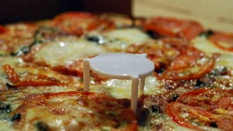 Επιτέλους: Μάθαμε τι ρόλο βαράει ΑΥΤΟ ΕΔΩ το πλαστικό στην πίτσα μας!