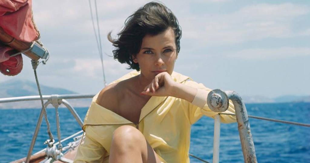 Σαν σήμερα το 1992 «φεύγει» από τη ζωή η Ελληνίδα ηθοποιός Τζένη Καρέζη (Pics+Vids)
