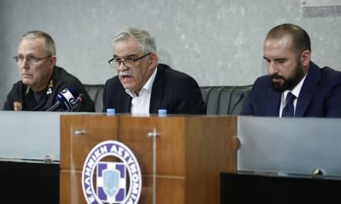 Στους ανέμους και τους εμπρηστές ρίχνει τις ευθύνες για τους 86 νεκρούς ο Τόσκας