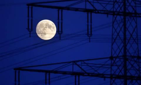 Τα βλέμματα στον ουρανό: Σήμερα το «ματωμένο φεγγάρι» - Θα είναι ορατό κι από την Ελλάδα