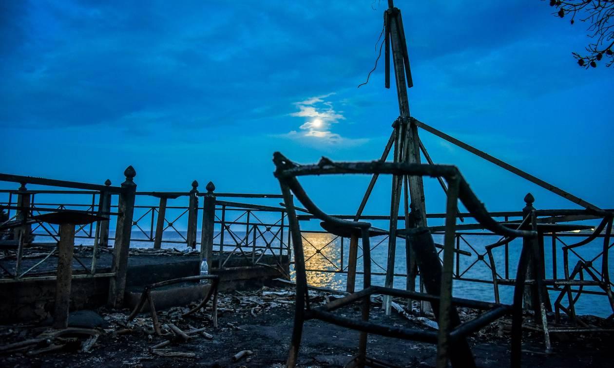 Φωτιά: «Μάτωσε» και το φεγγάρι στο Μάτι - Συγκλονιστικές εικόνες