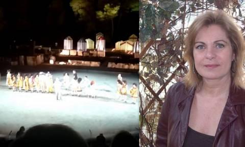 Συγκίνηση στην Επίδαυρο – Αφιέρωσαν την παράσταση «Θεσμοφοριάζουσες» στη Χρύσα Σπηλιώτη