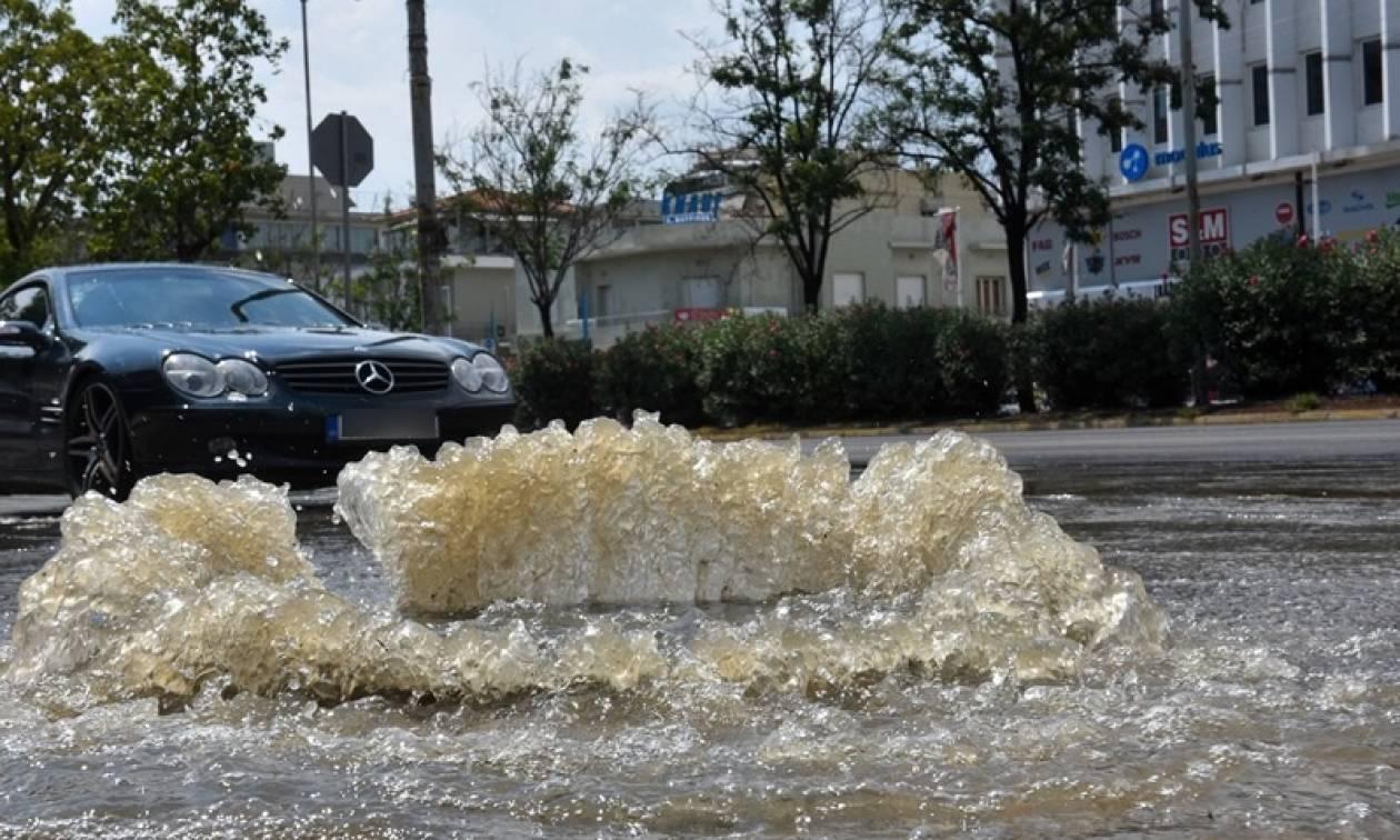 Αρτέμιδα: Κλειστός δρόμος λόγω της υπερχείλισης ποταμιού μετά τη νεροποντή