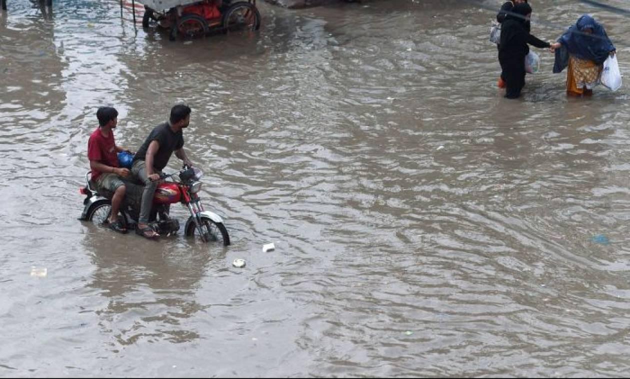 Ινδία: 49 νεκροί από τις καταρρακτώδεις βροχές που πλήττουν το βόρειο τμήμα της χώρας