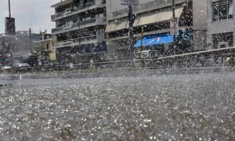 Καιρός ΤΩΡΑ: Αυτοί οι δρόμοι της Αθήνας είναι κλειστοί εξαιτίας της βροχόπτωσης