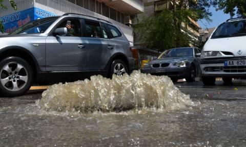 Καιρός Τώρα: Εκκενώθηκαν οι σταθμοί Mετρό «Νομισματοκοπείο» και «Πανόρμου» εξαιτίας της καταιγίδας