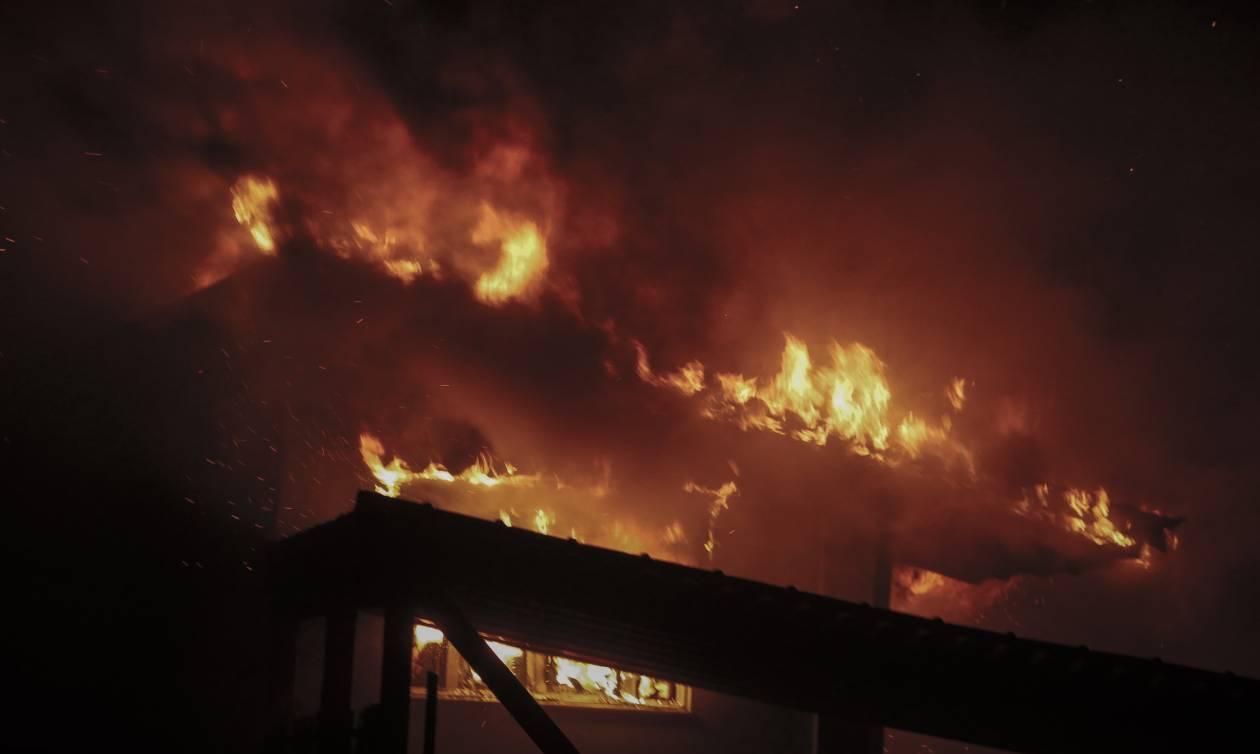 Πατέρας αγωνίζεται να σώσει την οικογένειά του από τις φλόγες - «Έτσι ξεφύγαμε από το θάνατο…»