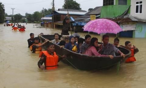 Μιανμάρ: Τουλάχιστον δέκα νεκροί, πάνω από 50.000 εκτοπισμένοι από τις καταστροφικές πλημμύρες