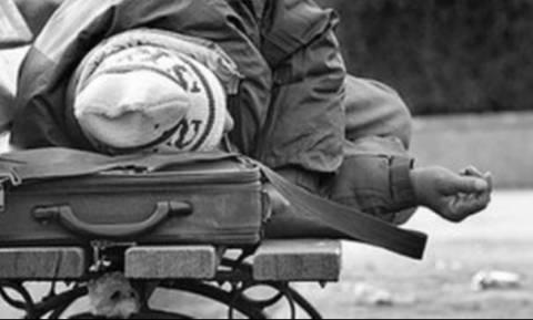 Το μπάτσελορ της ντροπής: Έδωσαν 100 ευρώ σε άστεγο για να κάνει τατουάζ το όνομα του γαμπρού (pic)