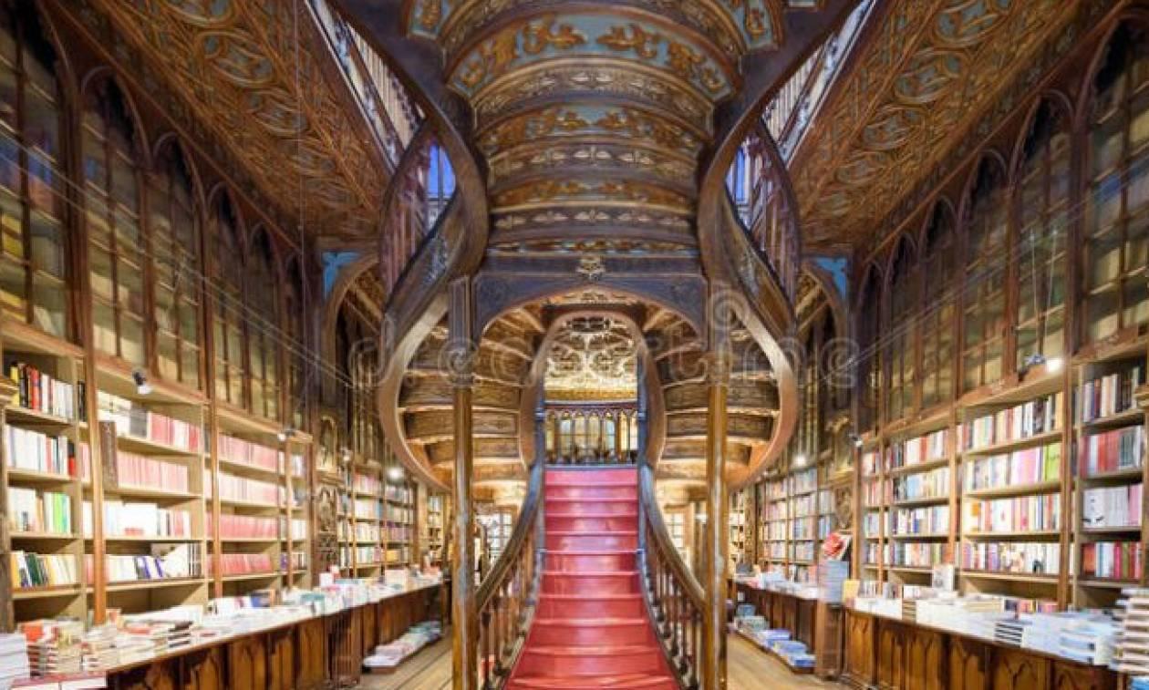 Κάτι περίεργο συμβαίνει στο πιο διάσημο βιβλιοπωλείο του κόσμου! (pics)