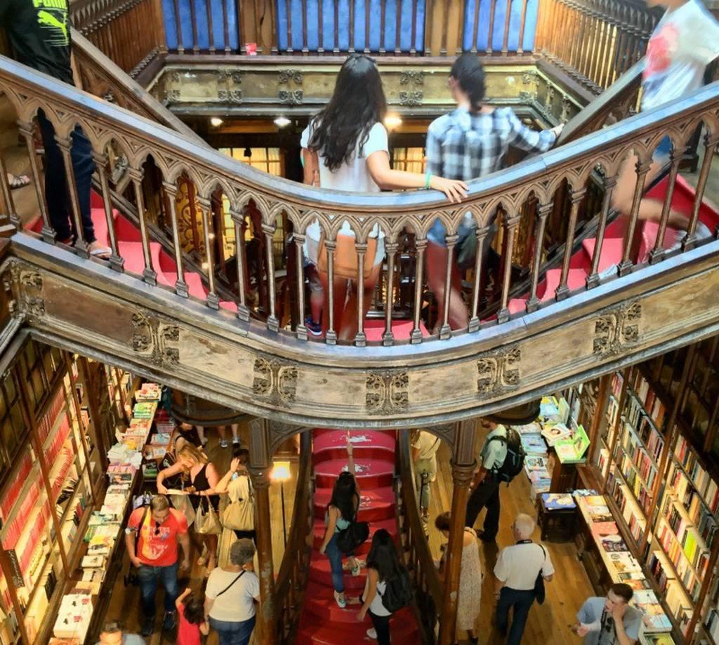 Και όμως! Αυτο το βιβλιοπωλείο χρεώνει είσοδο 5€ στους επισκέπτες του!