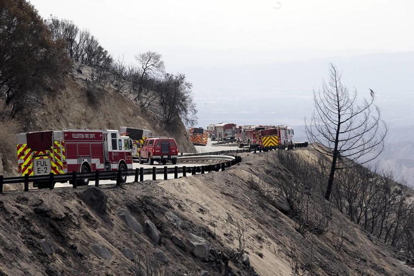 «Κόλαση» φωτιάς στην Καλιφόρνια: Τουλάχιστον πέντε νεκροί από τις πυρκαγιές