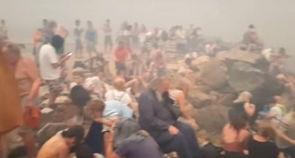 Φωτιά - Τα βίντεο του τρόμου: Η διάσωση εγκλωβισμένων στο Μάτι και τα παιδιά που παλεύουν να σωθούν