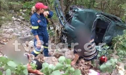 Ευρυτανία: Από θαύμα γλίτωσε ζευγάρι όταν το αυτοκίνητό τους έπεσε σε γκρεμό 120 μέτρων