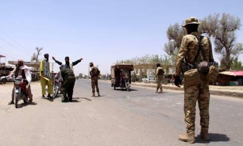Αφγανιστάν: Ένοπλοι κράτησαν δεκάδες ομήρους σε κρατικό κτήριο (vid)