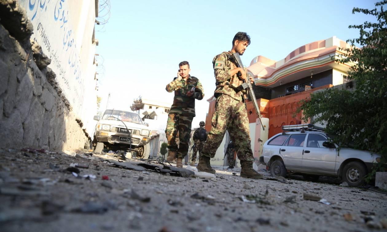 Αφγανιστάν: Τουλάχιστον 15 νεκροί από βομβιστή αυτοκτονίας σε κυβερνητικό κτήριο (pics)