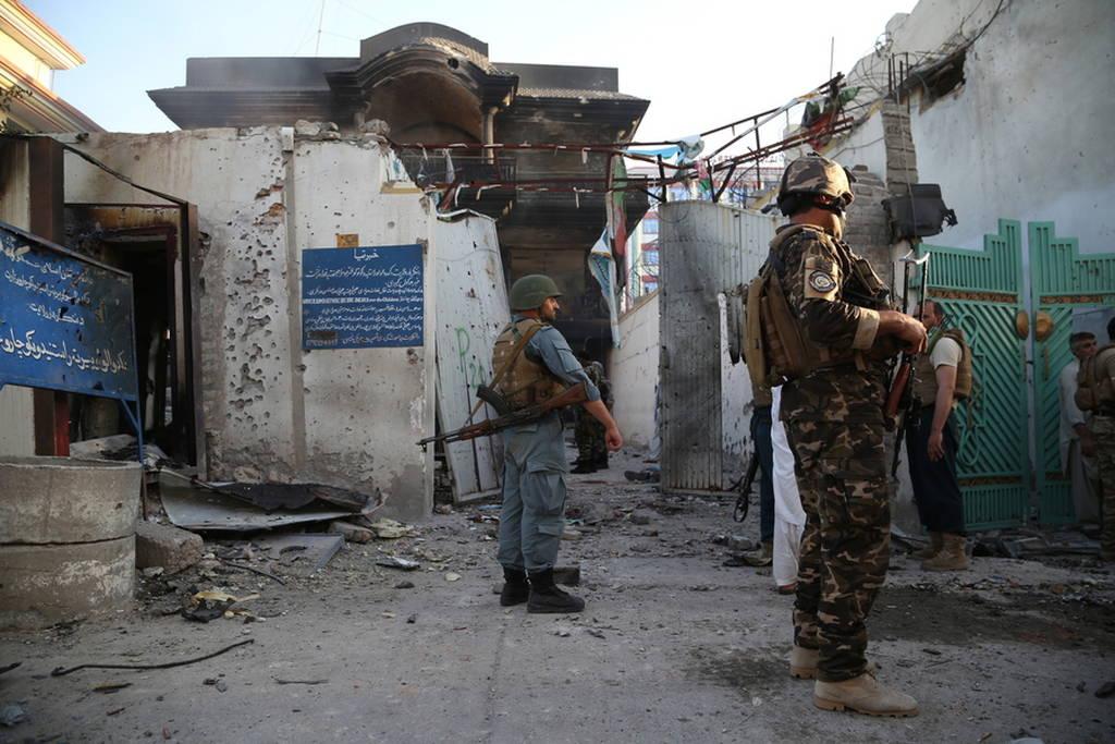 Αφγανιστάν: 15 νεκροί από βομβιστή αυτοκτονίας σε κυβερνητικό κτήριο (pics)